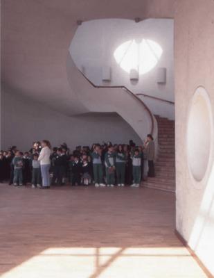 Visita de un grupo escolar a la Biblioteca Pública El Tintal Manuel Zapata Olivella