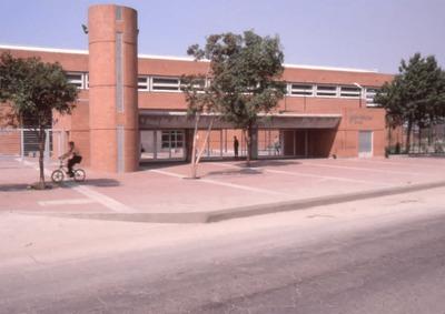 Proyección en render del área exterior de la Biblioteca Pública El Tunal Gabriel García Márquez. Fotografía 3
