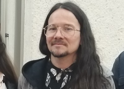 Testimonio de Chucky García sobre sus primeros contactos con el rock en Bogotá asistiendo a conciertos a comienzos de los años 90