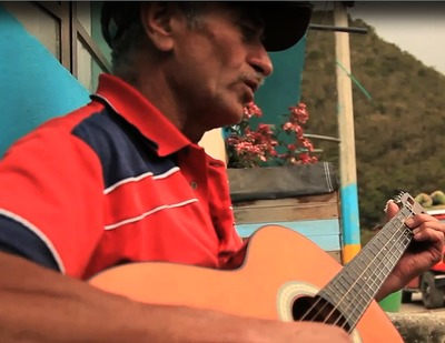 Interpretación de 3 canciones por parte Luis Alfredo Romero, habitante de La Unión, Sumapaz