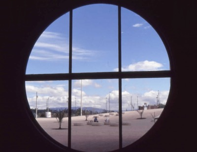 Vista hacia el exterior de la Biblioteca Pública El Tintal Manuel Zapata Olivella