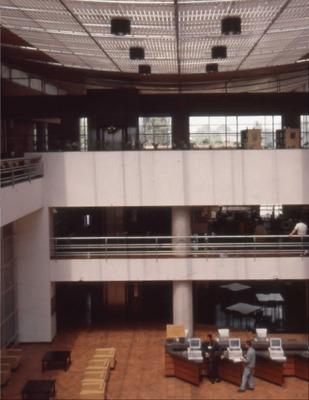 Interior de la Biblioteca Pública El Tunal Gabriel García Márquez<br /><br />