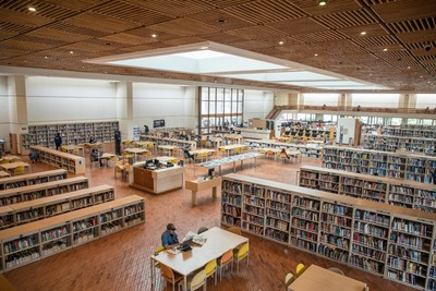 Detalle del interior de la Biblioteca Pública Julio Mario Santo Domingo