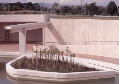 Arquitectura del exterior de la Biblioteca Pública Virgilio Barco. Fotografía 5
