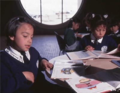 Niños en el interior de la Biblioteca Pública El Tintal Manuel Zapata Olivella<br /><br />