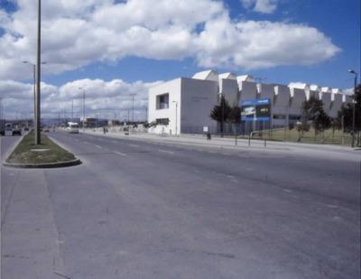 Biblioteca Pública El Tintal Manuel Zapata Olivella desde la Avenida Ciudad de Cali