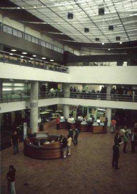 Interior de la Biblioteca Pública El Tunal Gabriel García Márquez. Fotografía 6