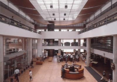 Interior de la Biblioteca Pública El Tunal Gabriel García Márquez. Fotografía 3